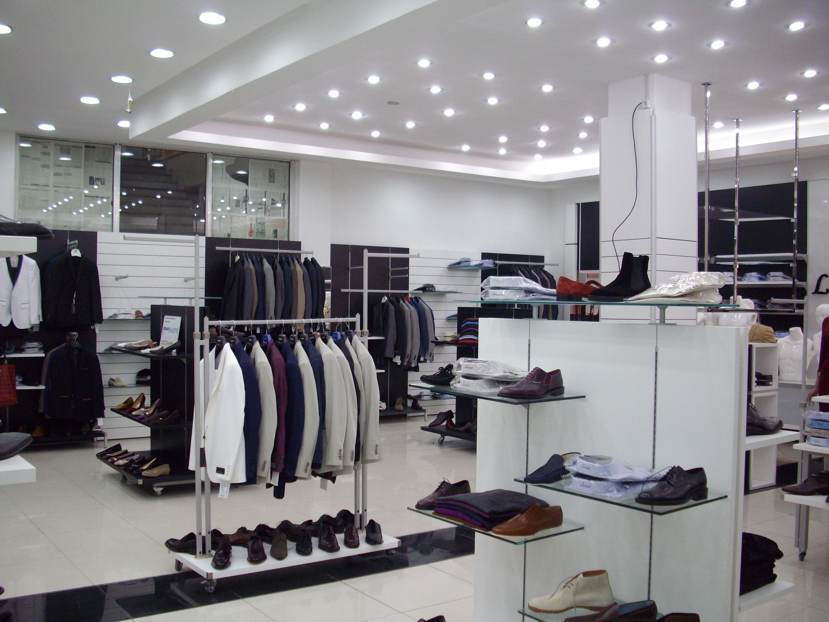 arredamento negozio abbigliamento usato
